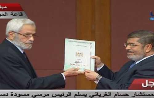 الغرياني يسلم مرسي دستور الاخوان