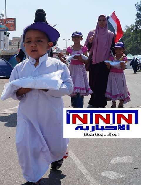 الاخوان يستغلون الاطفال في رابعة ويجبروهم على حمل اكفانهم والسير امام المظاهرة